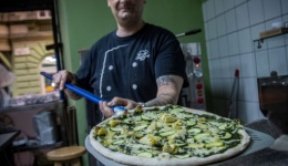 A 125 éves pesti vegán hagyományokat ünnepli a GreenGorilla pizzéria