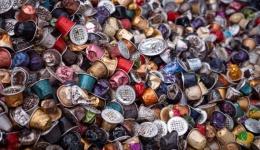A Pannonhalmi Főapátság levendulamezőin hasznosítják újra a használt Nespresso kapszulákból kinyert kávézaccot